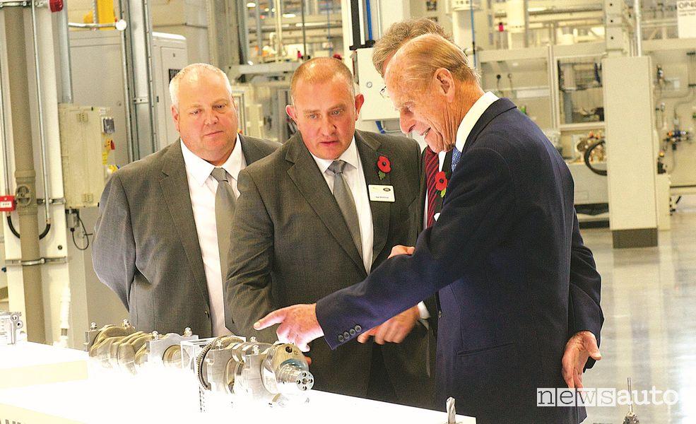 Principe Filippo nell'inaugurazione del nuovo stabilimento JLR di Wolverhampton West