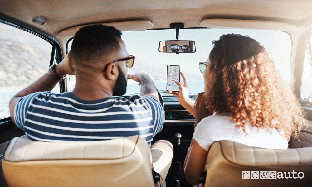 Multa per sosta con motore acceso auto, cosa si rischia?