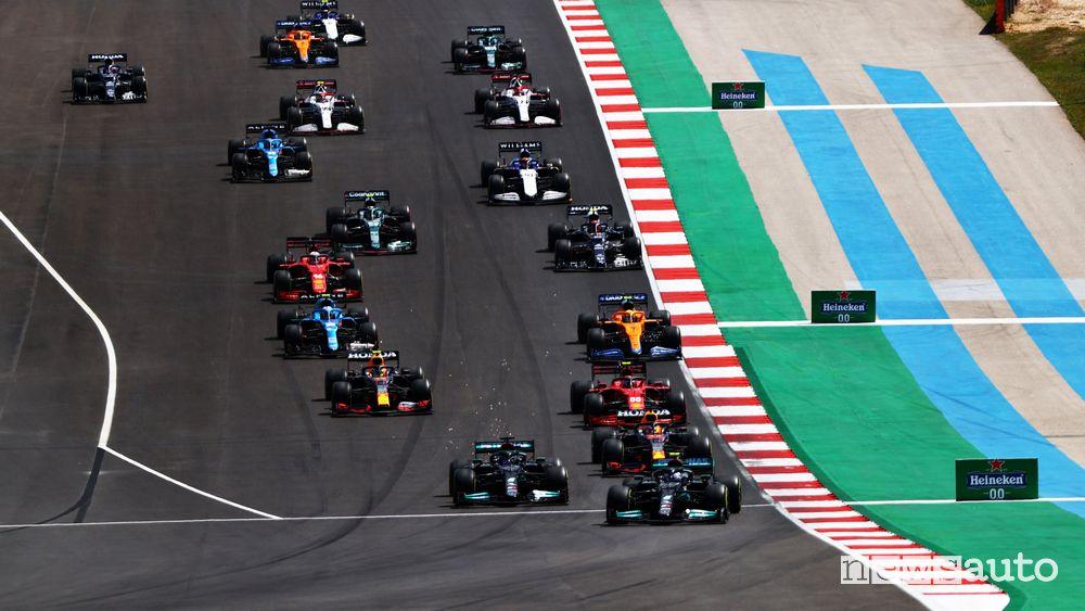 Partenza del Gran Premio del Portogallo a Portimao con Bottas in pole
