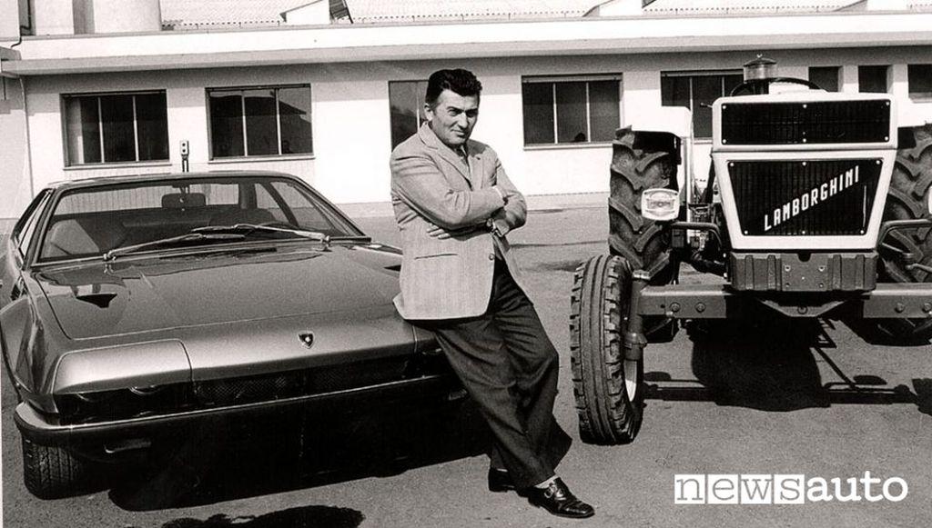 Ferruccio Lamborghini con la Jarama e uno dei suoi trattori