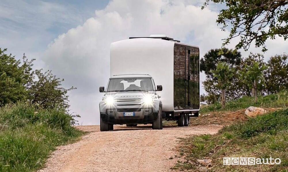 Land Rover Defender Eco Home in viaggio