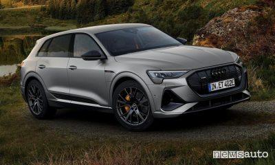 Vista di profilo Audi e-tron S line black edition