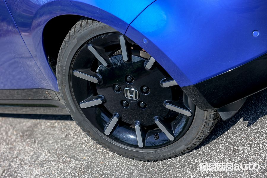 "Cerchi in lega da 17"" Honda e elettrica"