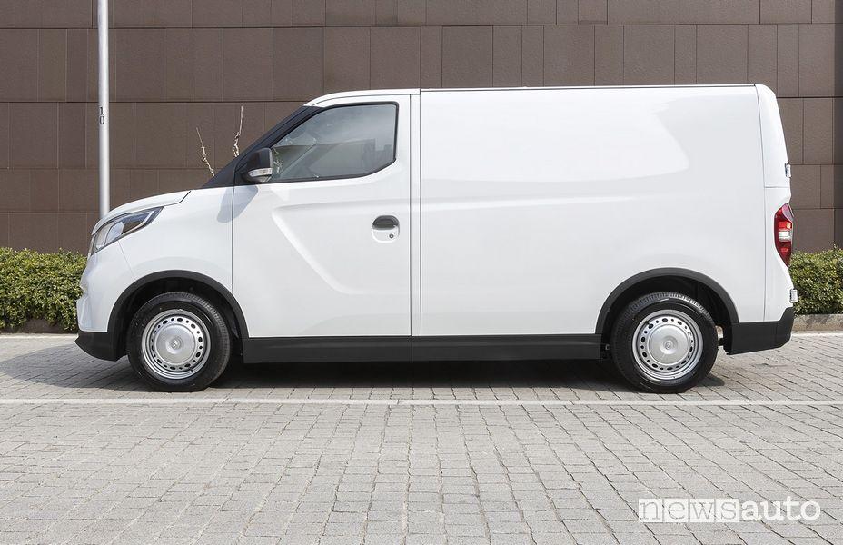 Vista posteriore furgone elettrico Maxus eDeliver3