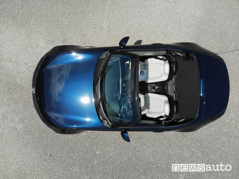 Vista dall'alto Mazda MX-5 2021