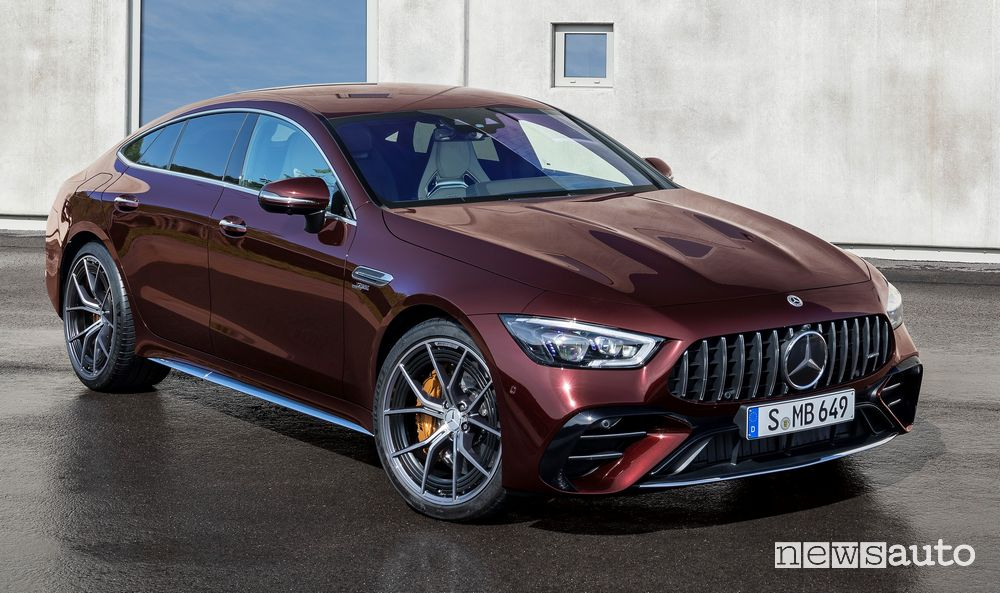 Nuova Mercedes-AMG GT Coupé 53 4MATIC+