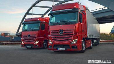 Vista anteriore Mercedes-Benz Actros L Trucks