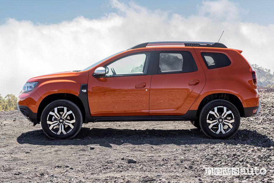 Vista laterale nuovo Dacia Duster