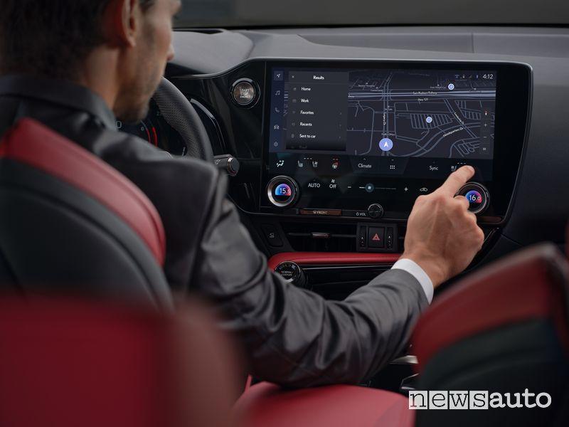 "Display 14"" infotainment abitacolo nuovo Lexus NX"