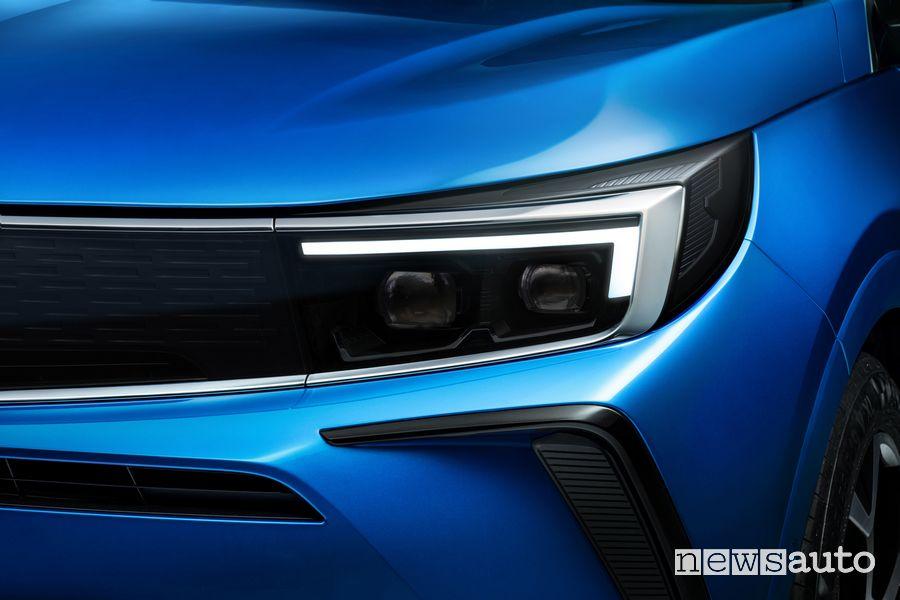 Faro anteriore nuovo Opel Grandland Hybrid4 2022