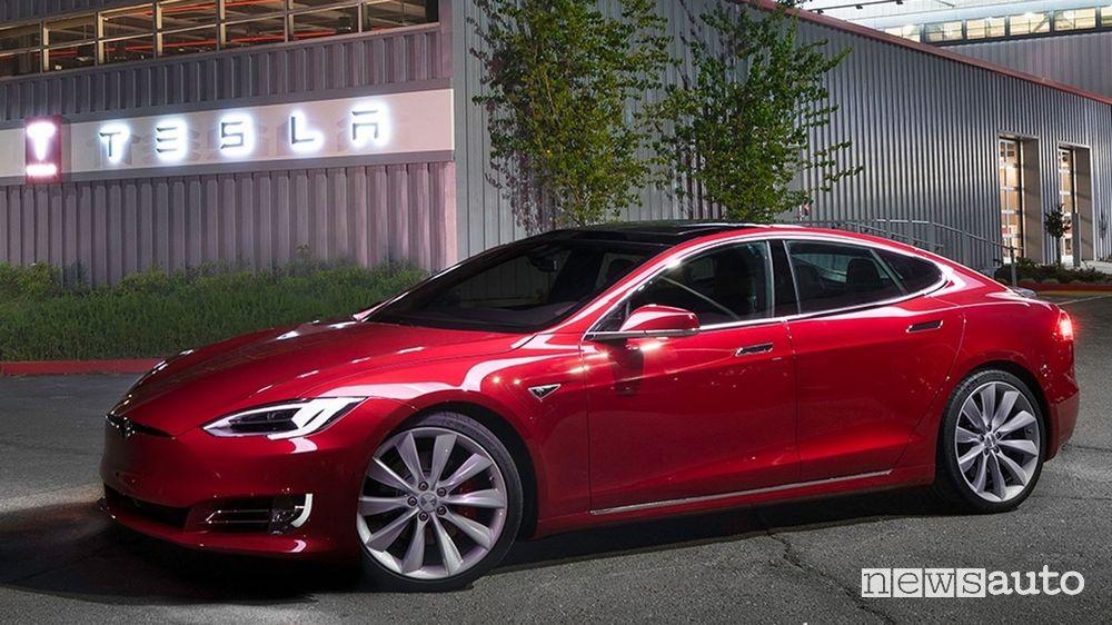Tesla Model S Plaid, l'auto elettrica di serie più veloce al Nürburgring