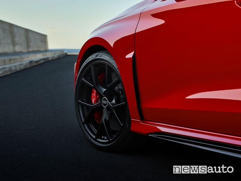 Cerchi in lega, impianto frenante nuova Audi RS 3 Sportback