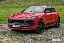 Vista di profilo Porsche Macan GTS rossa
