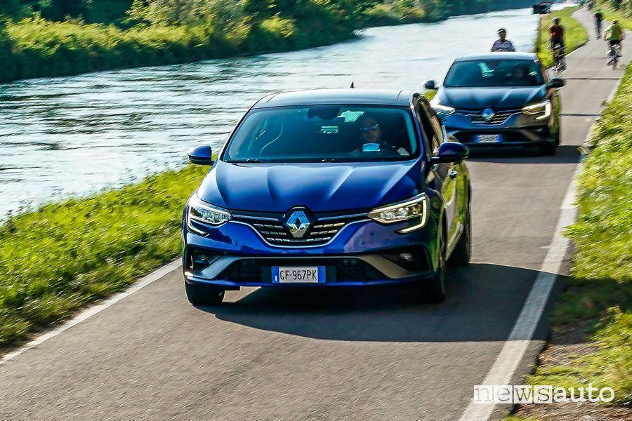 Renault Mégane E-Tech Plug-in Hybrid su strada