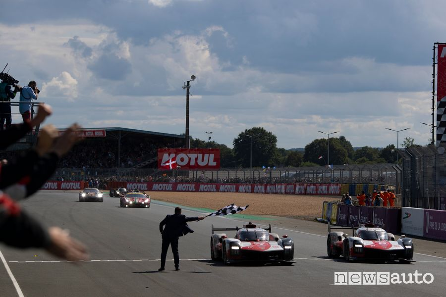 Toyota GR010 arrivo sul traguardo della 24 Ore di Le Mans 2021