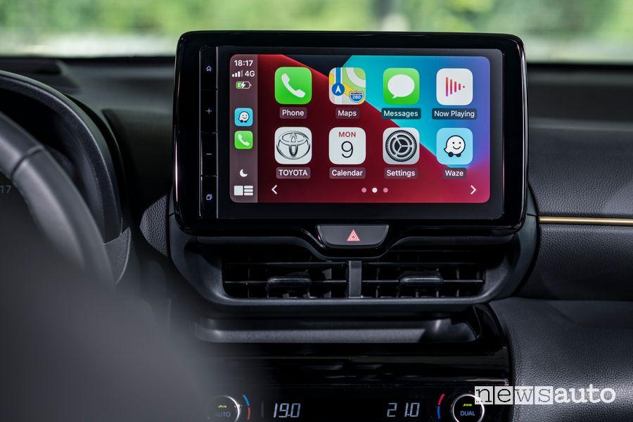 Apple CarPlay touchscreen abitacolo nuova Toyota Yaris Cross Adventure