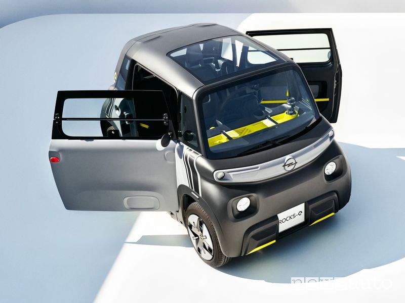 Portiere aperte Opel Rocks-e macchinetta elettrica