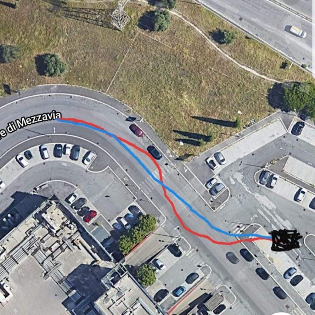 Dinamica dell'incidente avvenuto al raduno IKEA Anagnina Roma, con traiettorie della BMW 318d