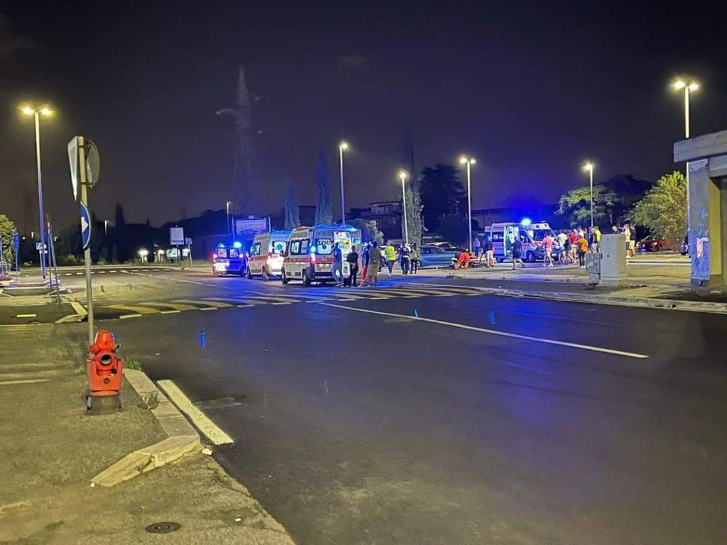Due autombulanze sono prontamente arrivata sul luogo dove è avvenuto l'incidente presso Ikea Anagnina a Roma