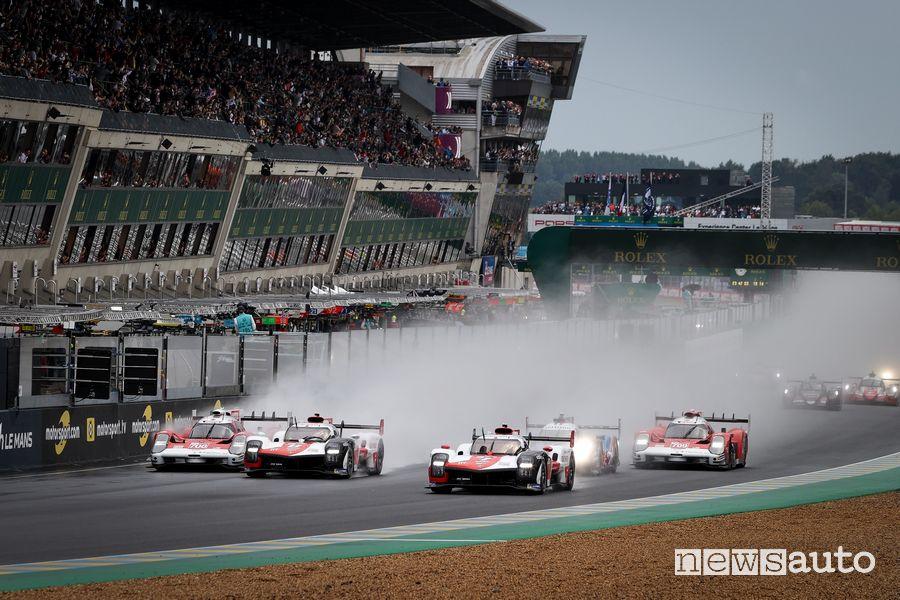 partenza della 24 Ore di Le Mans 2021 su pista bagnata