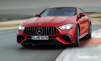 Vista anteriore Mercedes-AMG GT 63 S E Performance ibrida plug-in in pista
