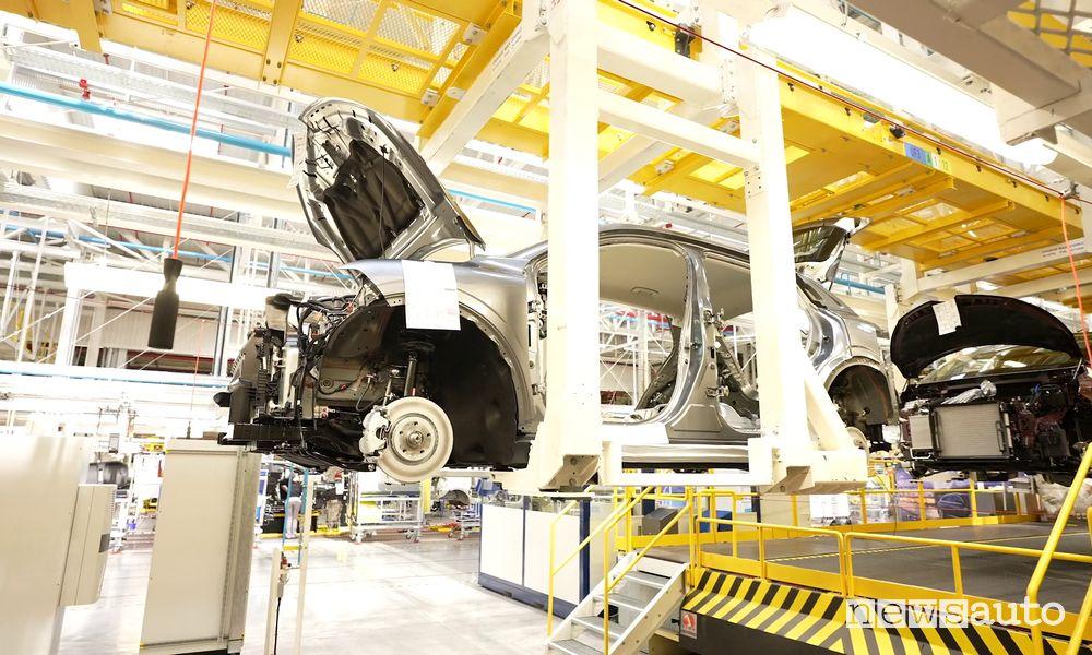 Crisi microchip fabbriche auto ferme