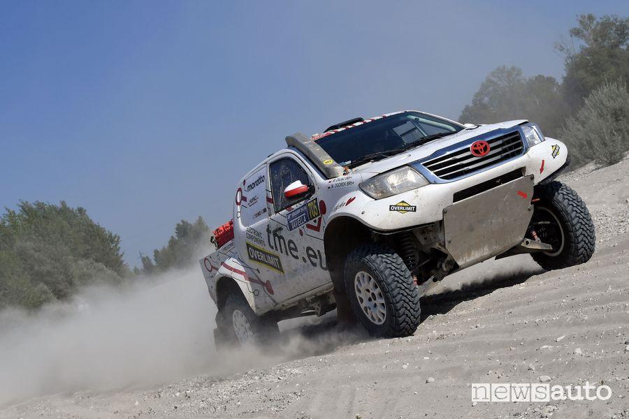 Magdalena Zajac al volante della Toyota Hilux all'Italian Baja 2021 nel Gruppo TH