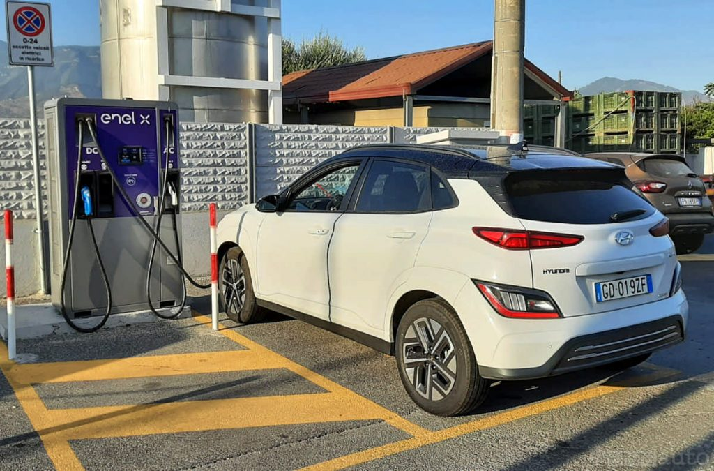 Ricarica rapida Enel X Hyundai Kona elettrica