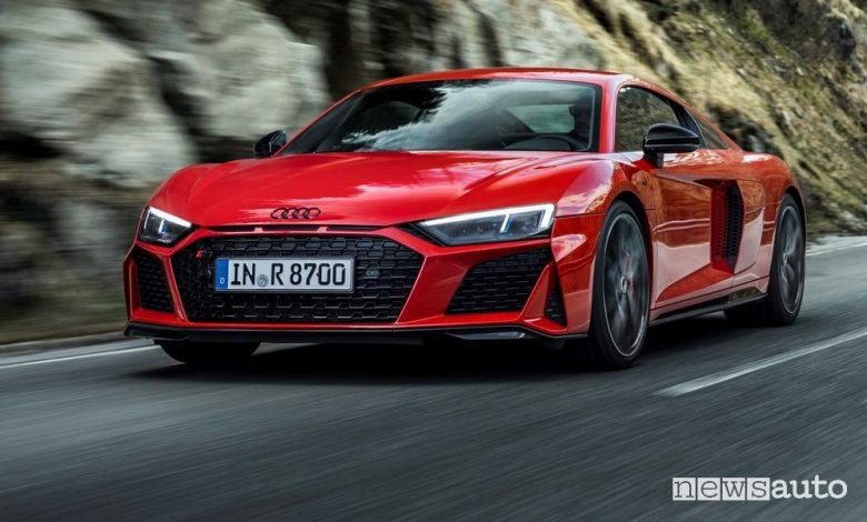 Vista di profilo Audi R8 Coupé V10 performance RWD su strada