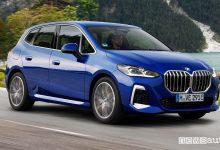 Vista di profilo BMW Serie 2 Active Tourer PHEV su strada