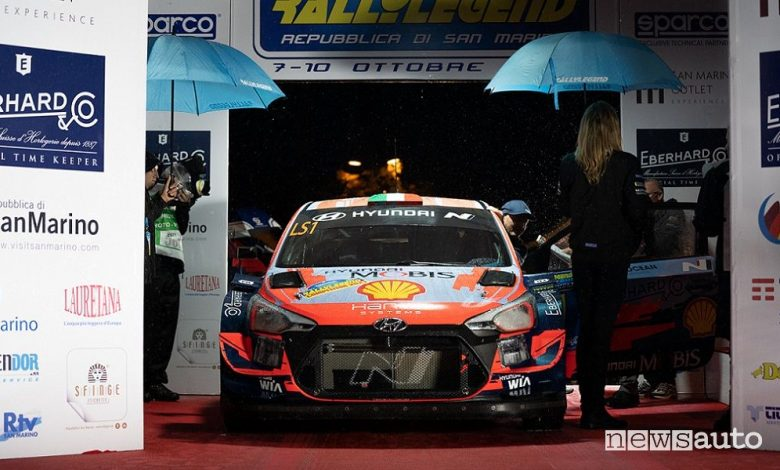 Rallylegend 2021 partenza Miki Biasion sulla Hyundai i20 WRC Plus