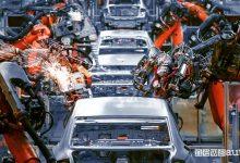 Crisi microchip, le fabbriche auto fermano la produzione