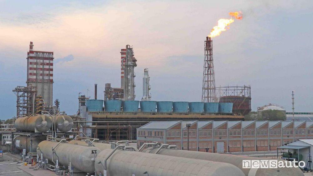 Impianto produzione AdBlue fabbrica chimica di Yara (Ferrara)